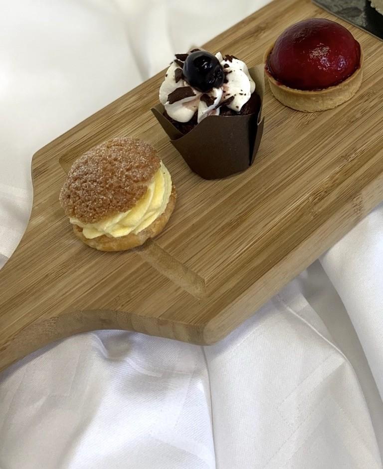 Dessert tartelette cheese cake fruits rouges fondant chocolat c ur coulant fac on foret noire chou craquelin mousseline vanille de madagascar