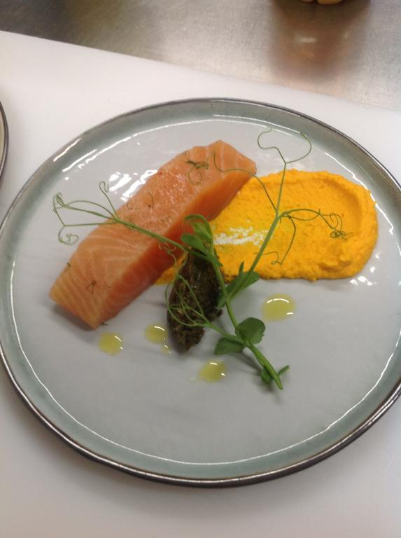 Saumon gravlax, condiment carottes gingembre