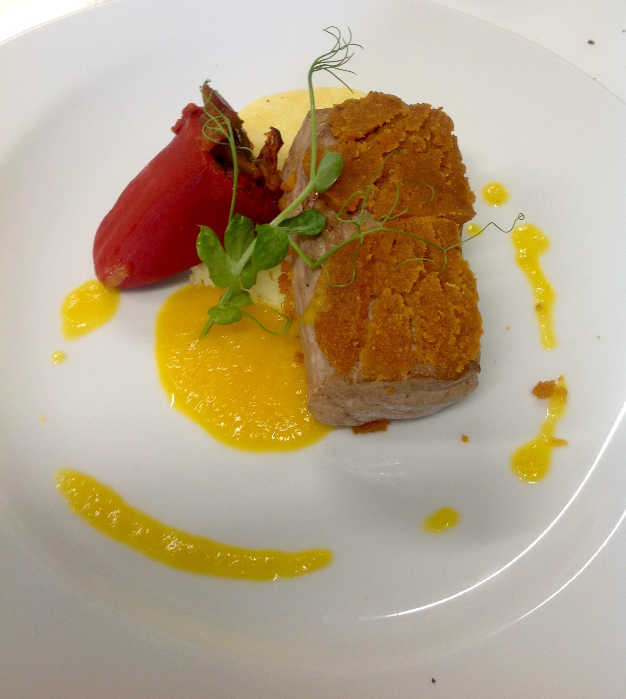 Mignon de porc aux tomates confites, écrasé de pdt à l'huile d'olive piquillos piperade