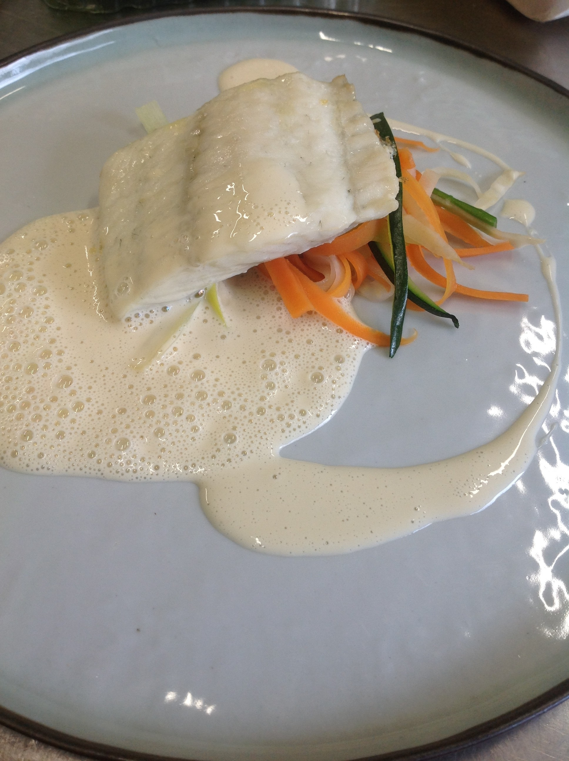 Filet de Turbot, tagliatelles de légumes, émulsion yuzu