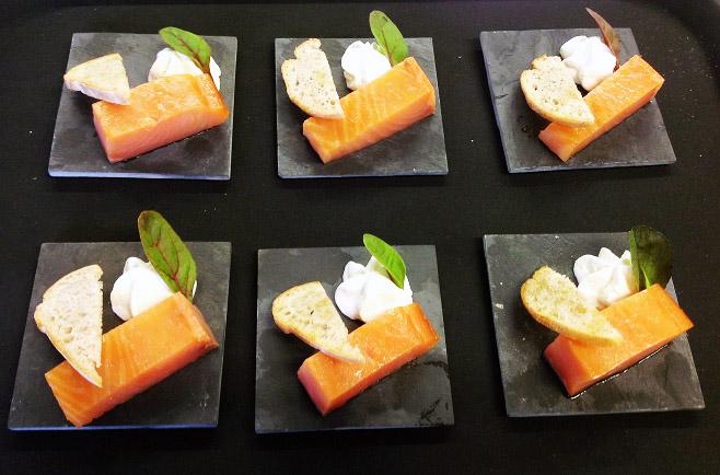 pavé de saumon et sa crème acidulé