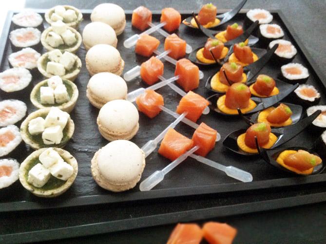 Plateau composé de chistera de saumon, sushi de saumon